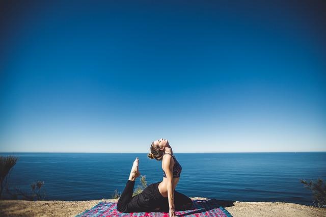 jóga na pobřeží