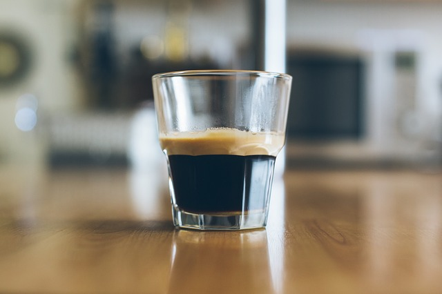 Espresso ve skle