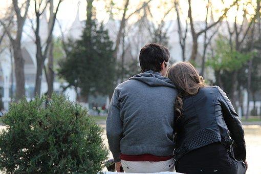 muž a žena sedí